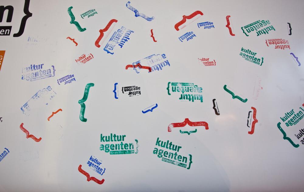 Forum Akaa: Säteilysuojattu t-paita verottaa lompakkoa 99 euron verran – Ihmiset kärsivät oireista, vaikka kaapeleita ei ole kytketty verkkoon