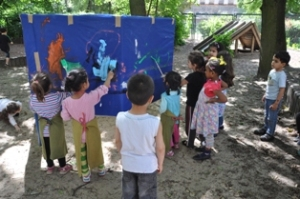 "Kita-Projekt ""Freies Malen"" in der KinderKunstWerkstatt, Berlin-Wedding, im Sommer 2013, Foto: KinderKunstWerkstatt"